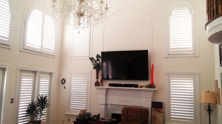 Indianapolis great room with mounted television and arched windows.